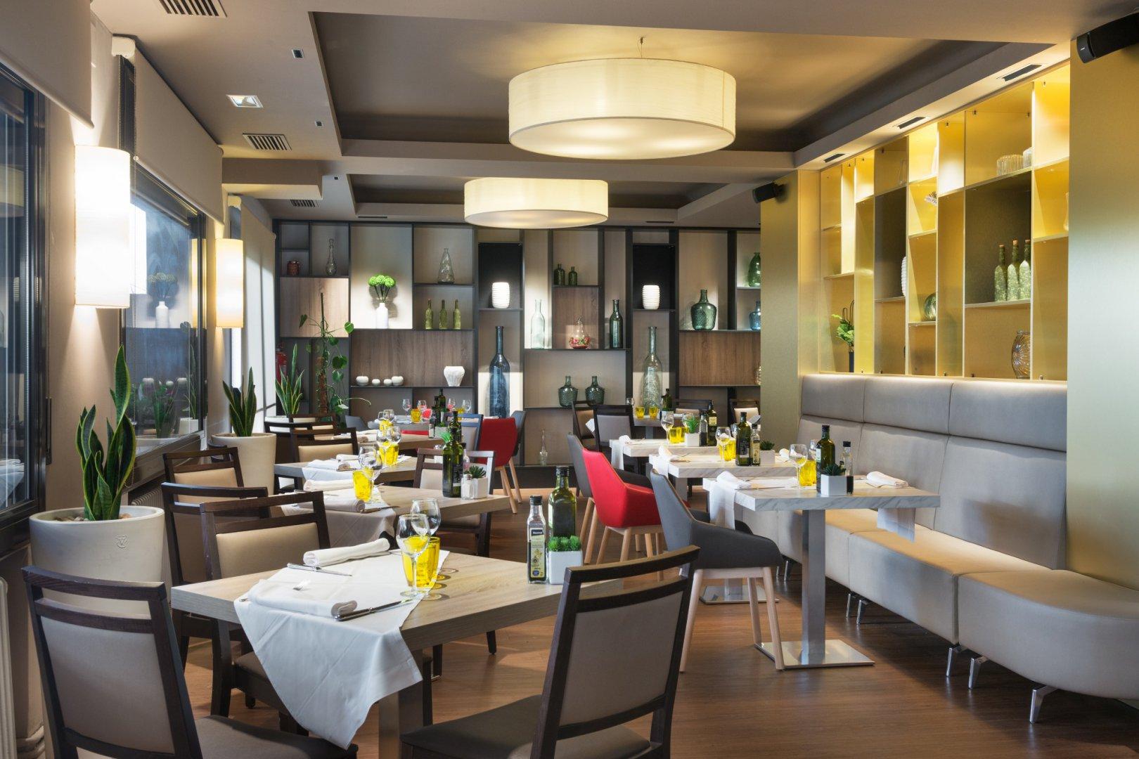 https://www.restaurantronda.com/imagecache/uploads_images_paginas_home_1620x1080_c_dsc-7929-copia.jpg