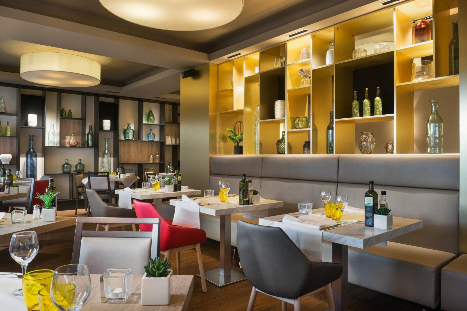 https://www.restaurantronda.com/imagecache/uploads_images_paginas_home_1620x1080_c_dsc-7946.jpg