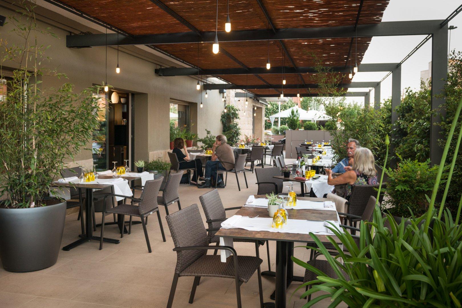 https://www.restaurantronda.com/imagecache/uploads_images_paginas_home_1620x1080_c_dsc-7979-copia.jpg