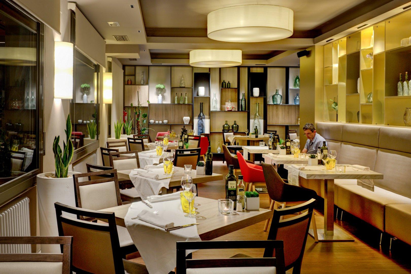 https://www.restaurantronda.com/imagecache/uploads_images_paginas_home_1620x1080_c_dsc-8199-copia.jpg